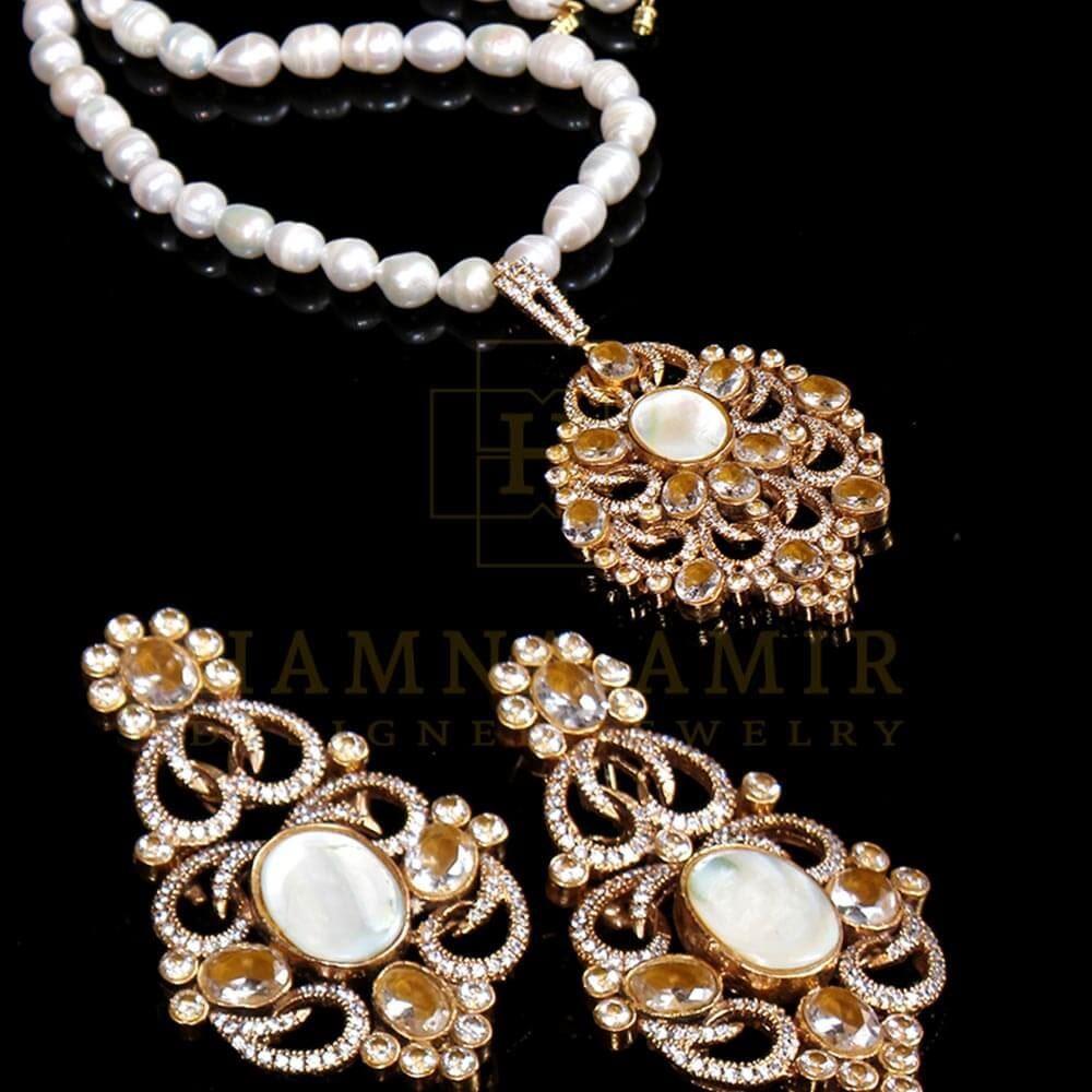 Picture of American zircon pendant set