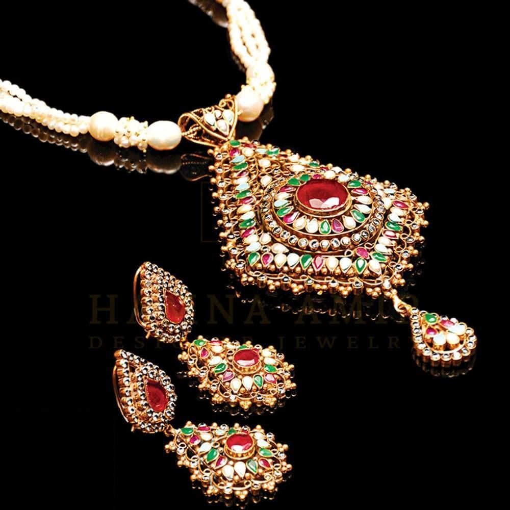 Picture of Ruby and pearl bridal set