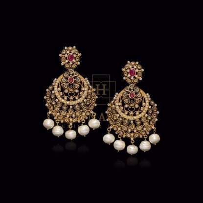Picture of Pearl and emerald earrings